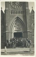 Villers-Perwin - Foule Et Sonneurs De Chasse à Cour Sur Le Parvis De L'Eglise - Carte Photo - 1937 ( Voir Verso ) - Les Bons Villers