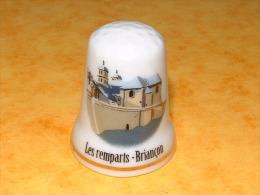Dé A Coudre En Porcelaine BRIANCON Les Remparts - E23 - Ditali Da Cucito