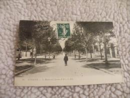 A241.  CPA.  02.  SOISSONS.  Le Boulevard Jeanne D'Arc.   Beau Plan Animé.  écrite & Voyagée - Soissons