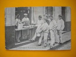 Cpa  Infanterie  -  Distribution De La Soupe  -   ( A La Cantine ) - Régiments