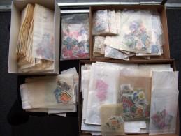 Alle Welt tausende Marken ab Klassik nach L�ndern vorsortiert in T�ten - 1000's of stamps in glasines