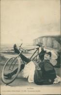 CYCLISME / VELO - Femme En Costume Traditionnel Tombant De Sa Bicyclette Au Bord De La Mer/Sables D'Olonne Lucien Amiaud - Cyclisme