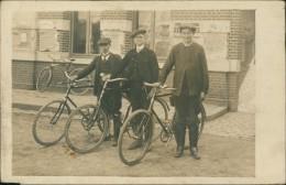 CYCLISME / VELO - TRES BELLE CARTE De 3 Hommes Avec Leurs Bicyclettes! - Cyclisme
