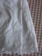 """Chemise/culotte En  Fin Coton """" Anis """"   Bordée De  Jours à La Main  Et Cercles En PlumetiTaille Moyenne  TBE Année 1900 - Lingerie"""