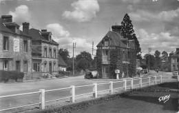 61 Saint Michel Des Andaines  Rues Principales Et Les Hotels - Autres Communes