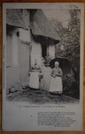 Scènes Normandes - A La Porte De La Laiterie - Animée - Poème De Maurice Levaillant - Type Précurseur - (n°3487) - Haute-Normandie