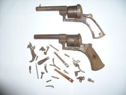 lot de deux carcasses de revolvers + pi�ces