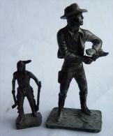 MARQUE INCONNUE - COWBOY EN METAL Type MARX La Figurine Kinder à Côté N'est Pas Vendue Avec Juste Pour L'échelle - Figurines