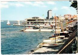 Vichy: 2x SIMCA VEDETTE, PANHARD 24CT, PEUGEOT 404, CITROËN 2CV Etc. - Rotonde Du Yacht-Club, Lac D'Allier (F) - Passenger Cars