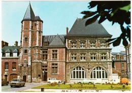 Amiens: RENAULT 12, 4, EXPRESS & 4-COMBI, FORD TAUNUS TC1 - Le Logis Du Roy  (80, F) - Toerisme