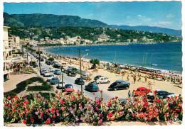 Le Lavandou: SIMCA ARIANE, ARONDE & CHATELAINE, PEUGEOT 203, RENAULT DAUPHINE & 4CV, CITROËN 2CV & DS - Plage  (F) - Passenger Cars