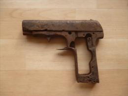 Epave pistolet RUBY 14-18 de fouille