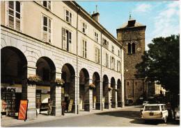 Saint-Jean-de-Maurienne: FIAT 2300 FAMILIALE, RENAULT DAUPHINE - Les Arcades Et La Tour Carrée  (F) - Passenger Cars