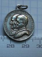 Médaille Religieuse Ancienne  Livre - Religione & Esoterismo