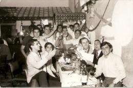 GRUPO DE HOMBRES-GROUP OF MEN-GROUPE D´HOMMES DESPEDIDA PARTY ADIEU INCONNU ARGENTINA CIRCA 1960 GECKO. - Mijnen