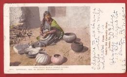 DF1-01 Indienne Moki Faisant De La Poterie, Moki Indian Woman Making Pottery. Pioneer.  Santa Fe, Geneva And Lutry 1903 - Indiens De L'Amerique Du Nord