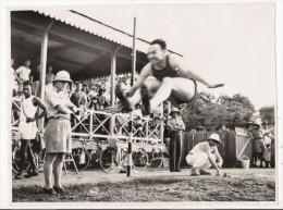 SAIGON 1939 PHOTO D'UNE COMPETITION SPORTIVE AU TERRAIN DES SPORTS (SAUT EN LONGUEUR) - Lieux