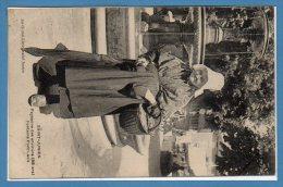 87 - SAINT JUNIEN -- Paysanne des Environs 88 ans Fontaine Pont LEVIS