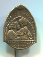 DRAAGT ELKANDERS LASTEN - Netherlands, Holland, vintage pin, badge