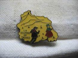 Pin's  La bourr�e de TAUVES (Puy de Dome). Danse traditionelle