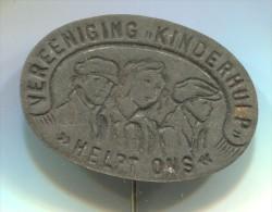 Vereeniging Kinderhulp Helpt Ons - Netherlands Holland, vintage pin  badge