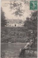 MINIAC - MORVAN  -  Le  Château  De  Bas  Miniac  - Personnages  à La Pêche Au Premier Plan ( Carte Animée ). - Francia