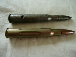 Deux cartouches inertes ou de manipulation 30.06 GARAND US WWII