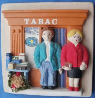 Mini Vitrine Ou Devanture En Platre,  Magasin De Tabac - Tabac (objets Liés)