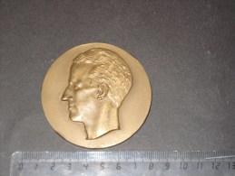 Médaille Roi Baudouin - 174 Gr - Un Monogramme Et Une Signature - Belgium