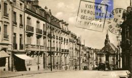 VERDUN - Rue Saint-Pierre - Vue Prise De La Place D'Armes, Automobile - Verdun