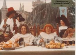 PHOTO CINEMA COULEUR- COLUCHE- VOUS N'AUREZ PAS L'ALSACE ET LA LORRAINE- 1977 - Célébrités