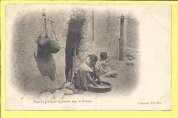 CPA ALGERIE N�gresse p�trissant la Galette dans la Guessaa