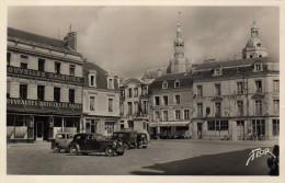 LA FLECHE  -  Place  HENRI  IV - La Fleche