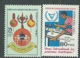 Madagascar n� 648 / 49 XX  Ann�e internationale des personnes handicap�es, les 2 valeurs sans charni�re, TB