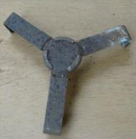 croisillon prot�ge armorce pour obus de 105 allemand 3