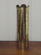 Superbe douille d'obus cisel�e G�n�ral de Castelnau La Neuville Roy Homme Femme casque � pointe travail de tranch�e
