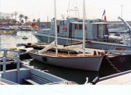 Batiment Militaire Marine Francaise A 702 Girelle + Yacht D Instruction Navale  Sur Base Saint Raphael  1982 - Boats