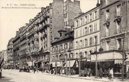 PARIS BOULEVARD BARBES ET LE CONCERT LA FOURMI - District 18
