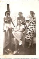 GRUPO DE PERSONAS GROUP OF PEOPLE GROUPE DE PERSONNES FASHION VINTAGE 1940 9 X 6,5CM  VOYAGÉE GECKO - Mode