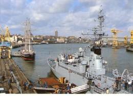 """Nantes.. Animée.. Belle Vue Du Port.. Voilier """"Trois-Mats"""".. Aviso 'Commandant L'Herminier.. Bateau De Guerre - Nantes"""
