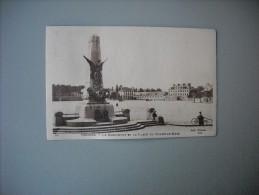 ILLE ET VILAINE RENNES LE MONUMENT ET LA PLACE DU CHAMP DE MARS - Rennes
