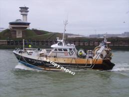 boulogne sur mer -rentr�e du port -chalutier-PAX DEI-BL734505- photo cpm