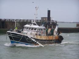 boulogne sur mer -rentr�e au port -chalutier-P AX DEI-BL734505- photo cpm