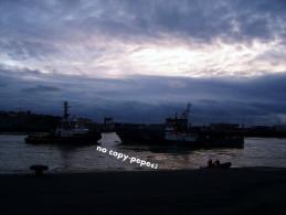 boulogne sur mer -le port -remorqueur et patrouilleur belge dans le chenal-photo cpm