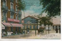 44. Saint Nazaire. La Place De La Gare, Coté De La Rue Thiers. Abimée à Gauche - Saint Nazaire