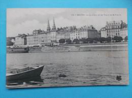 71 : MACON : Le QUAI SUD Et Les TOURS De St.PIERRE  , C.P.A. Carte En Trés Bon état - Macon