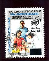 "Madagascar 1998-1999  ( ""  Nations Unies 50�an.Sant�... ""   surcharg�  1500 Fmg )    TRES RARE"
