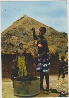 AFRIQUE,AFRIKA,AFRICA,Sén égal, Il Y A 50 Ans,village,paillotte,sei N Nu,puit,casserolle,famill E Nombreuse - Sénégal