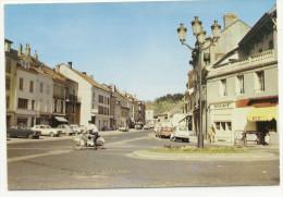 SENONES EN SALM. - Rue De La République. Beau Cliché Des Années 60. CPM - Senones