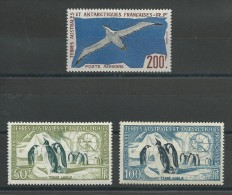 TAAF - POSTE AERIENNE YVERT N°2/4 * - COTE = 164 EUROS - - Unused Stamps